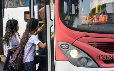 Ibaneis propõe restrições no Passe Livre Estudantil